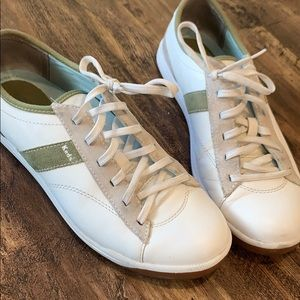 Woman's Keds tennis shoes. Size 9M. Only worn once